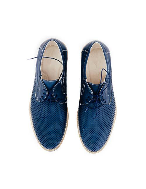 کفش با طراحی آبی رنگ